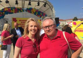 FDP Generalsekretärin Linda Teuteberg und Kreispressesprecher Herbert Klutmann beim Liberalen Aktionstag in Potsdam