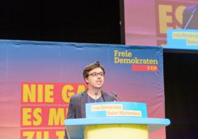Andrey Belkin (Kornwestheim) bringt den Antrag des FDP-Kreisverbands Ludwigsburg ein.